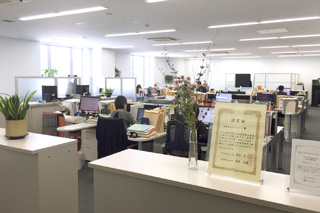 明るく開放的なオフィス