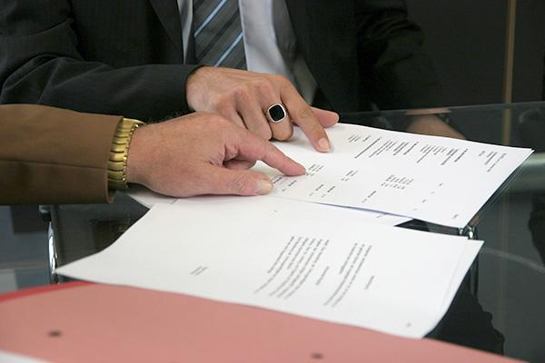 合意内容の法律上の制限等の問題点を担当者以外でも検討することができる